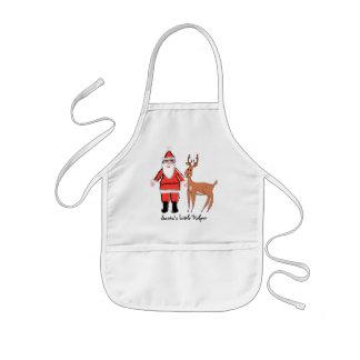 El pequeño ayudante de Santa embroma el delantal d