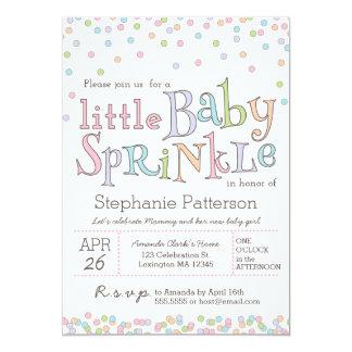 El pequeño bebé asperja la invitación de la ducha invitación 12,7 x 17,8 cm