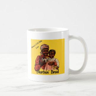 El pequeño bebé de la mami ama el pan de Shortnin Taza Básica Blanca