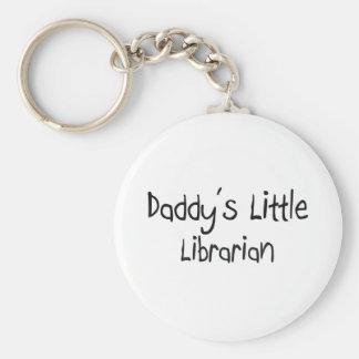 El pequeño bibliotecario del papá llavero redondo tipo pin