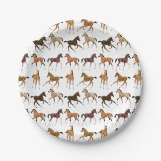 El pequeño caballo pare las placas de papel platos de papel