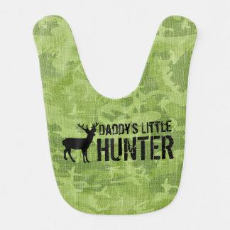 El pequeño cazador del papá baberos de bebé