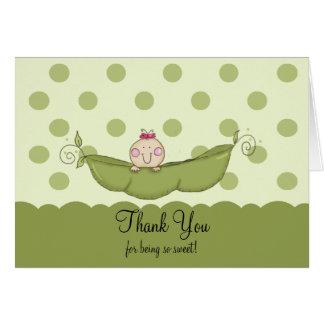 El pequeño chica dulce del guisante le agradece ta felicitación