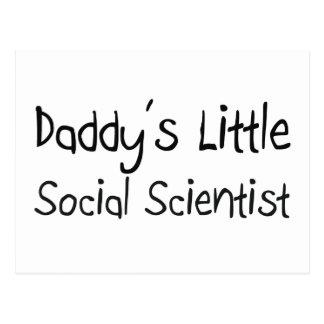 El pequeño científico social del papá postal