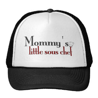 El pequeño cocinero sous de la mamá gorra