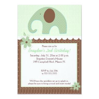 """El pequeño cumpleaños neutral 5x7 del elefante invitación 5"""" x 7"""""""