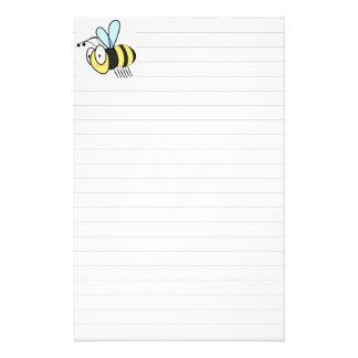 El pequeño dibujo animado lindo manosea la abeja  papeleria
