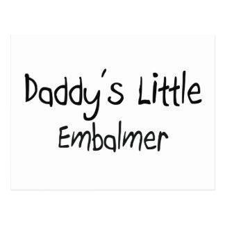El pequeño Embalmer del papá Postal