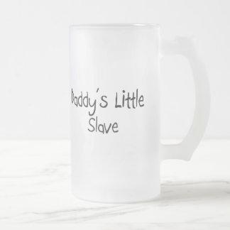 El pequeño esclavo del papá tazas de café