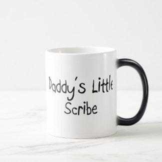 El pequeño escribano del papá taza de café