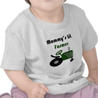 El pequeño granjero de la mamá camiseta
