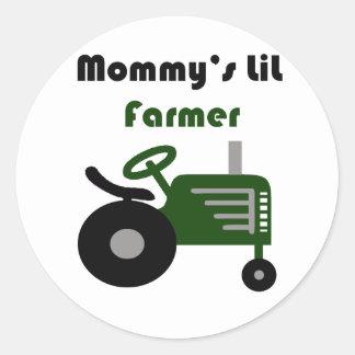 El pequeño granjero de la mamá pegatina redonda