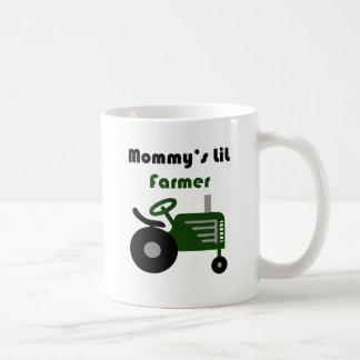 El pequeño granjero de la mamá taza de café