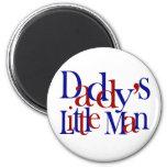 El pequeño hombre del papá imán de nevera
