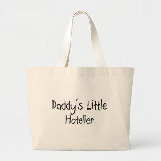 El pequeño hotelero del papá bolsa