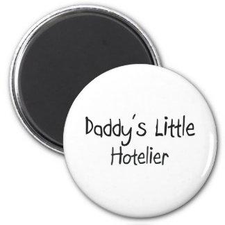 El pequeño hotelero del papá imán redondo 5 cm
