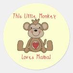 El pequeño mono ama a la mamá T-shirts y regalos Pegatinas