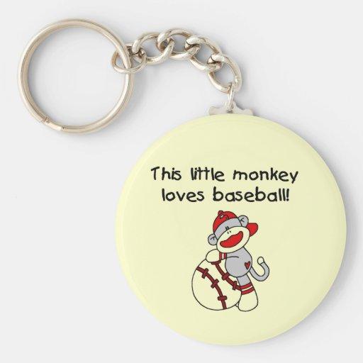 El pequeño mono ama las camisetas y los regalos de llavero redondo tipo pin