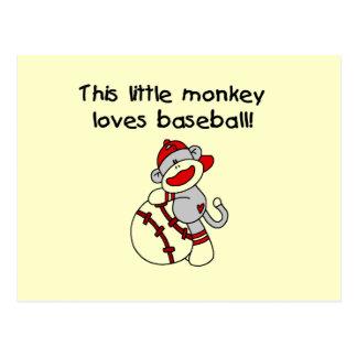 El pequeño mono ama las camisetas y los regalos postal