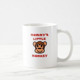 El pequeño mono de la mamá taza de café