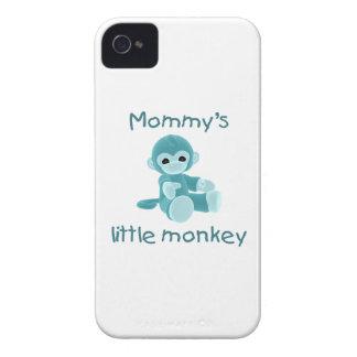 El pequeño mono de la mamá trullo