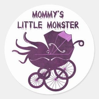 El pequeño monstruo de la mamá pegatina redonda