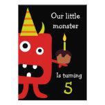 El pequeño monstruo lindo embroma a la fiesta de c invitación
