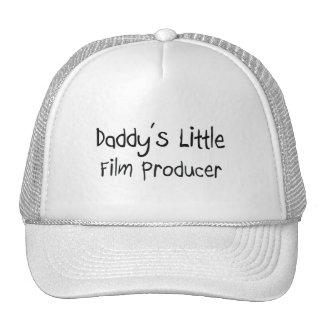 El pequeño productor cinematográfico del papá gorro de camionero