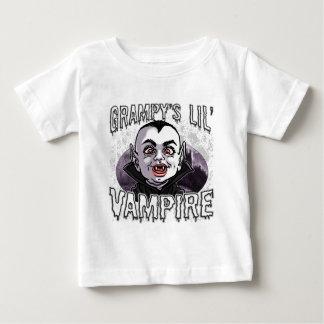 El pequeño vampiro de Grampy Playera