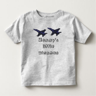 El pequeño wingman de la mamá camisas
