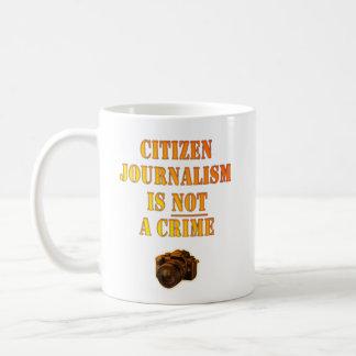 El periodismo de ciudadano no es un crimen taza clásica