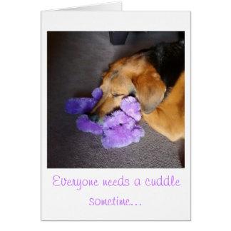 El perrito del estímulo toma abrazos del oso de tarjeta de felicitación