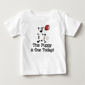 El perrito es un cumpleaños t-shirt