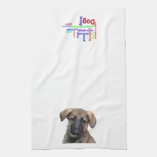 El perrito mojado necesita una toalla