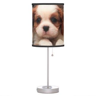 El perrito representa la lámpara de mesa