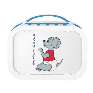 El perrito trata el azul de la caja del almuerzo d