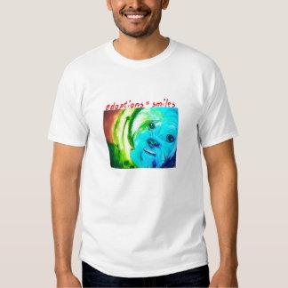 """El perro"" (adoptions=smiles) por Sallie Douglas Playeras"