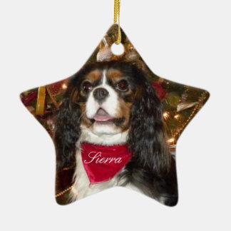 El perro de aguas de rey Charles arrogante Adorno Navideño De Cerámica En Forma De Estrella