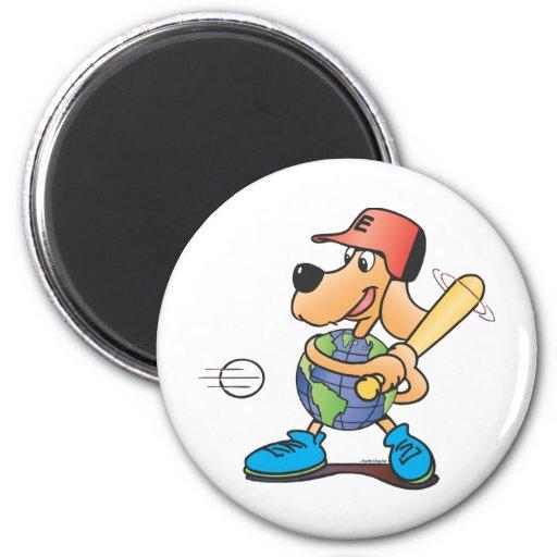 El perro de la tierra juega a béisbol imán redondo 5 cm