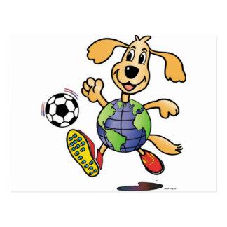 ¡El perro de la tierra juega a fútbol! Postales