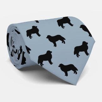 El perro de montaña de Bernese siluetea el modelo Corbatas Personalizadas
