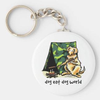 El perro del golden retriever come el perro llavero redondo tipo pin