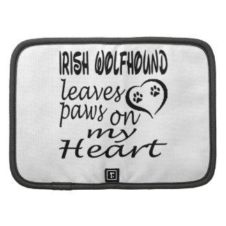 El perro del Wolfhound irlandés deja la pata en mi Organizador