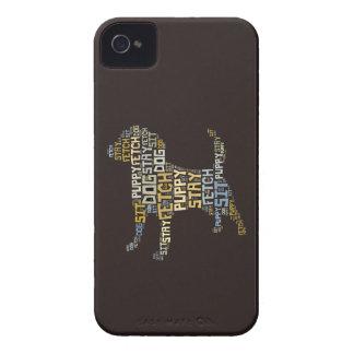 El perro divertido de la nube de la palabra sienta iPhone 4 Case-Mate cárcasas
