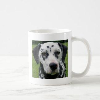 El perro Dollys de Dalmation hace frente Taza Básica Blanca
