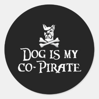 El perro es mi Co-Pirata Pegatinas Redondas