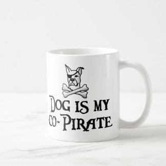 El perro es mi co-pirata taza