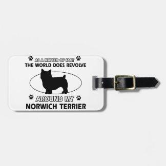 El perro gira alrededor de mi terrier de Norwich Etiquetas Para Maletas