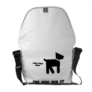 El perro lo hizo bolsa messenger