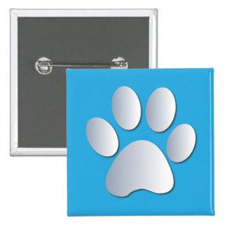El perro o el gato de Pawprint acaricia el botón d